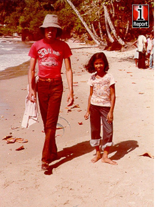 Vanessa Lee - Fook (the little girl in the picture) speakes about how she met MJ:<br /> <br /> &quot;