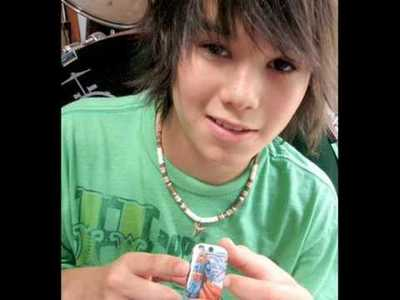 ciao we all Amore boo boo stewart so he should have 100 fan so make it happen.... have fun post pics a