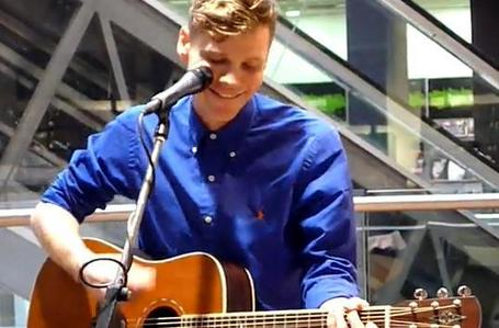 Tell me... do आप have a crush on a singer and who? I have a crush on Anders SG of Alphabeat <3.