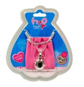 On eBay Australia, their is a H2O Just Add Water Locket for FREE postage. When 당신 get on eBay Austra