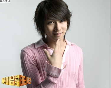 http://www.fanpop.com/spots/kim-heechul Please sumali Heechul's fanclub, you know you want to~ No one