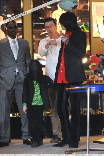 2006 - 2008 > Various > Michael shopping at Off The 墙