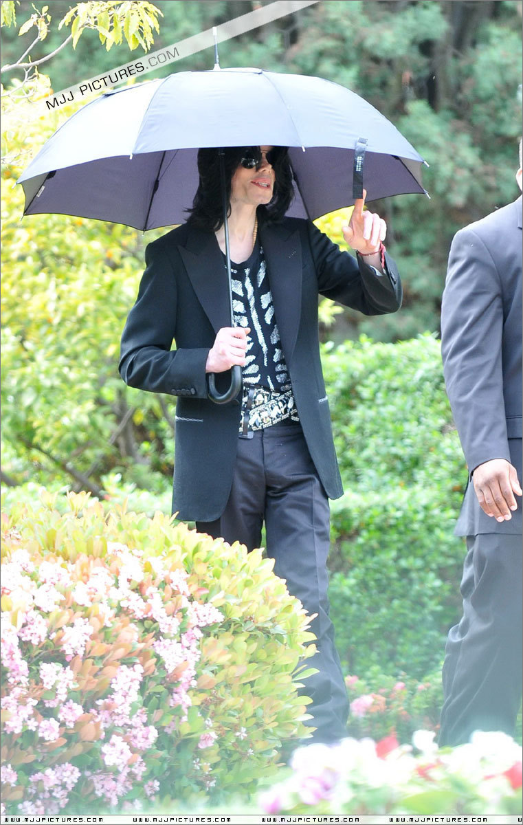 2009 > Various > Leaving the Bel Air Hotel