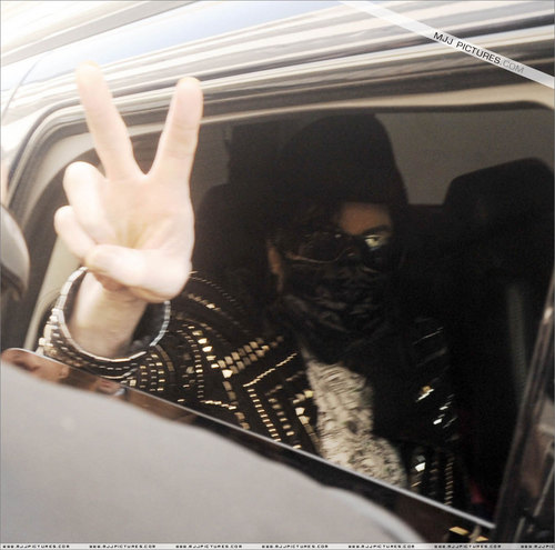 2009 > Various > Michael leaves medical clinic