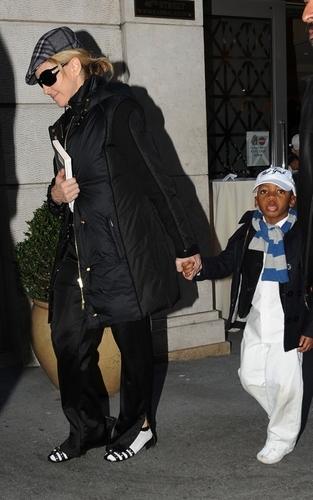 2010.01.23 - 麦当娜 leaving Kabbalah Centre, NYC