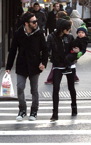 Ashlee, Pete & Bronx in NYC