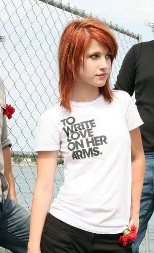 Brendon and Hayley: To Write amor on her Arms