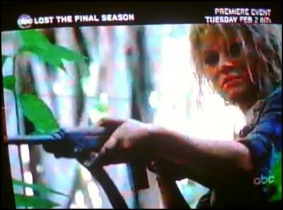 Claire with a gun!!! /season 6