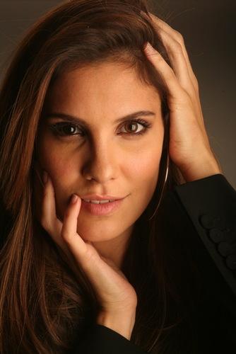 Daniela @ Revista Única-Expresso Photoshoot
