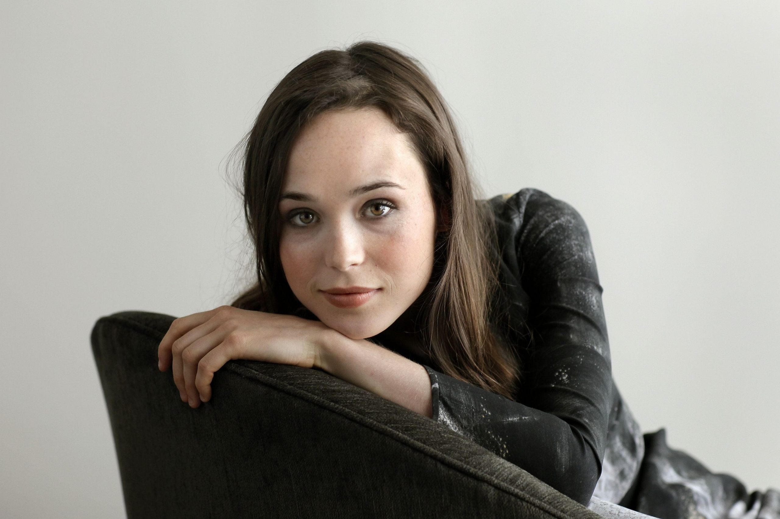 Ellen Page | Whip It Promotional Photoshoot (HQ) - Ellen Page ...