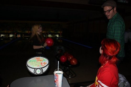 paramore fondo de pantalla called Hayley, Erica and Chad on bowling in Nashville