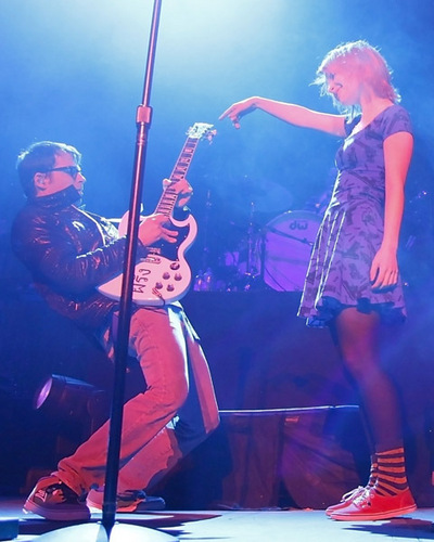 Hayley Singing With Weezer - Untagged