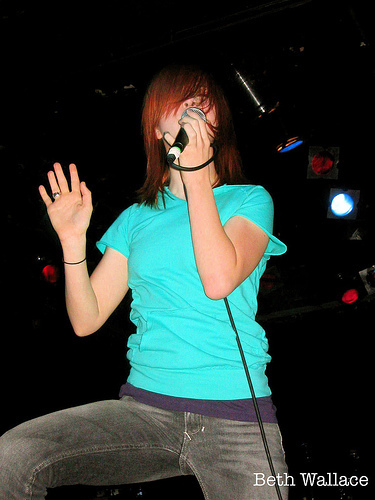 Hayley Williams: An old fotografia of her (All We Know Is Falling era)