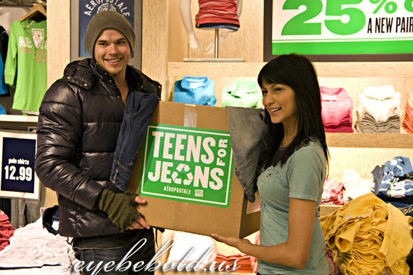 http://images2.fanpop.com/image/photos/10000000/Kellan-Tinsel-at-Teens-for-Jeans-kellan-lutz-10039599-600-400.jpg