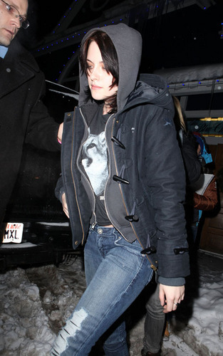 Kristen arriving at Joan Jett concert