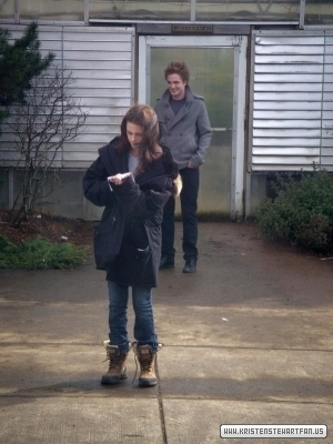 New/Old Twilight Behind The Scenes Pics With Robert Pattinson & Kristen Stewart