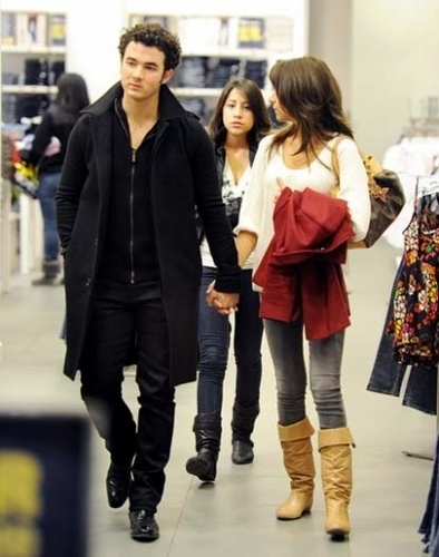 Out at Willowbrook Mall in Wayne, NJ. 24.01.10