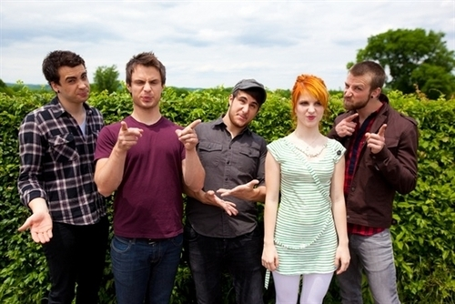 Paramore at the BNE picha shoot