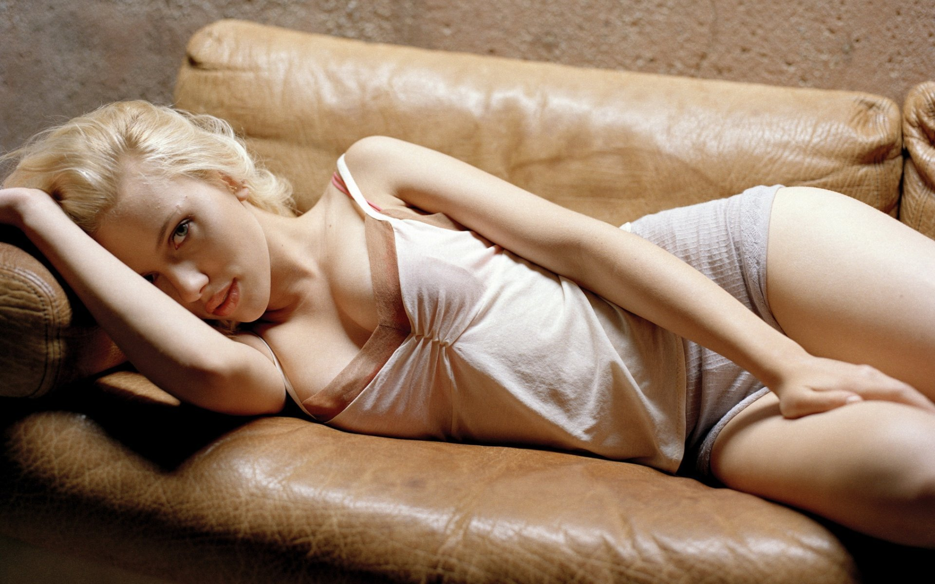 Scarlett Johansson Widescreen Wallpaper