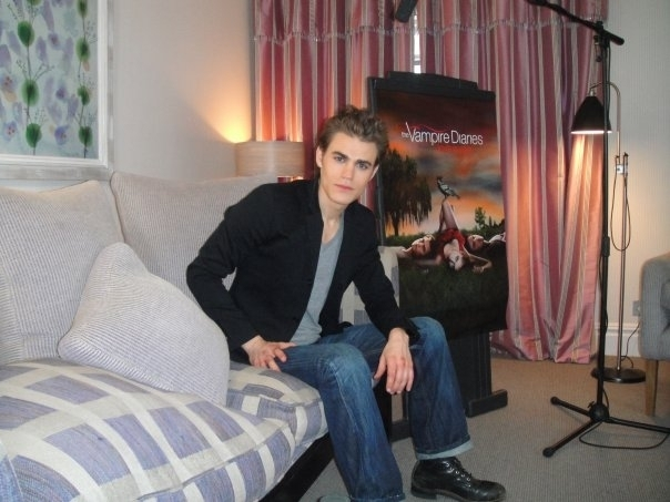 http://images2.fanpop.com/image/photos/10000000/TVD-the-vampire-diaries-tv-show-10005195-604-453.jpg
