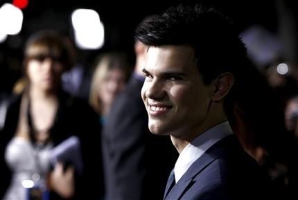 http://images2.fanpop.com/image/photos/10000000/Taylor-Lautner-taylor-lautner-10097580-430-289.jpg