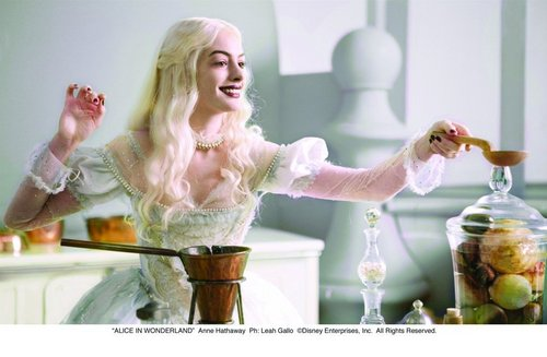 Alice in Wonderland (2010) wallpaper called The Queens of Wonderland **Official Screencaps**