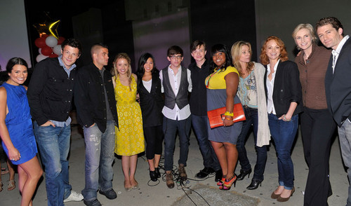 Cast at Fox Premiere of Glee