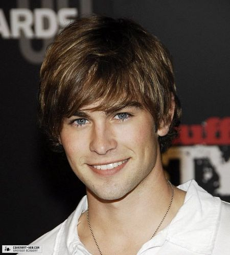 [Image: Chace-Crawford-chace-crawford-10182111-450-500.jpg]