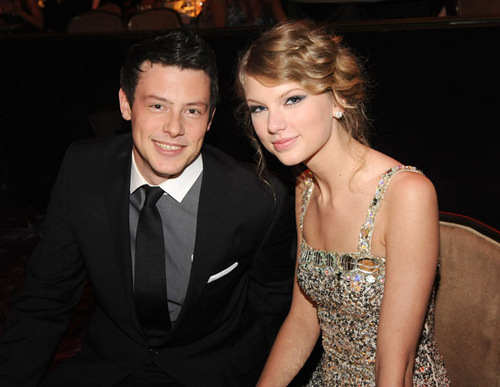 Cory Monteith and Taylor तत्पर, तेज, स्विफ्ट at the Pre-Grammy Party