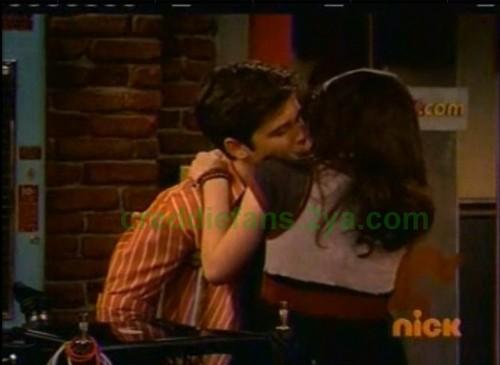 Creddie kiss