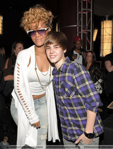 Justin Bieber and rihanna Grammy Award backstage 2010