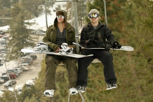Kellan Lutz Goes Snowboarding
