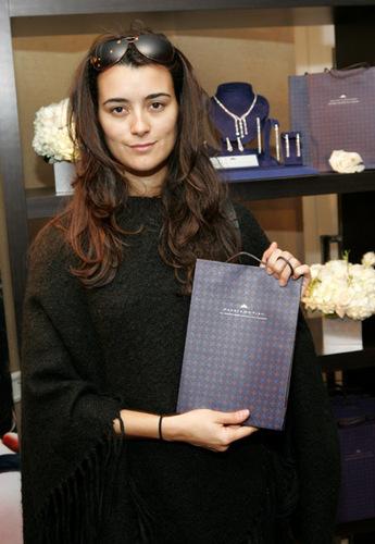 Cote de Pablo پیپر وال called Luxottica Eyewear