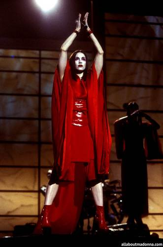 Madonna fond d'écran entitled Madonna performing 'Nothing Really Matters' at the Grammy Awards (February 24 1999)