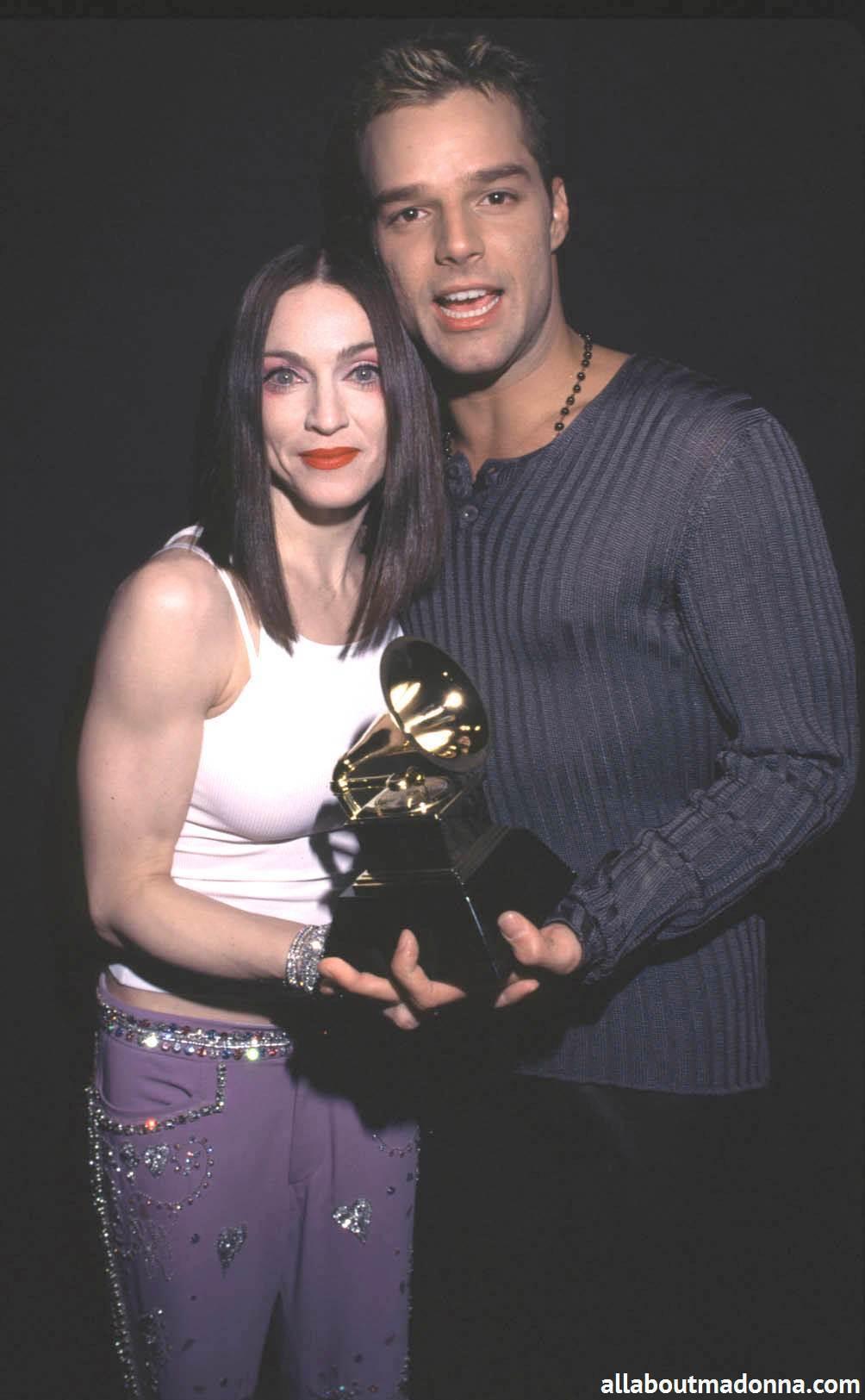 Madonna with Sheryl Crow, Shania Twain and Ricky Martin at the Grammy Awards (February 24 1999)