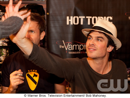 http://images2.fanpop.com/image/photos/10100000/TVD-cast-tour-the-vampire-diaries-10109413-500-376.jpg