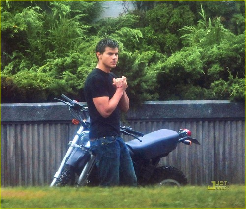 Taylor Lautner - Eclipse set