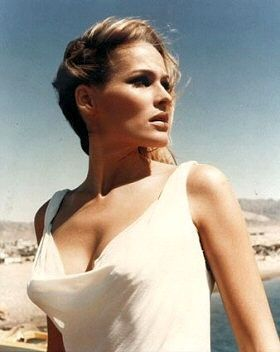 Classic Movies wallpaper called Ursula Andress