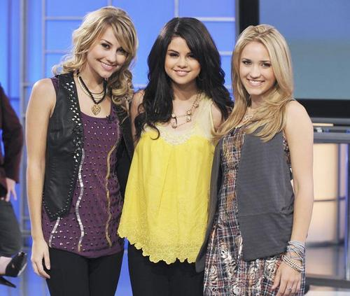 selena with chelsea staub & emily osment