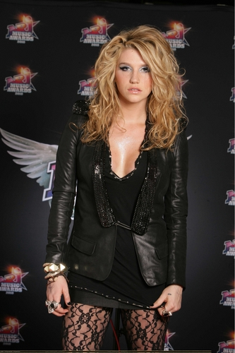 Ke$ha wallpaper entitled 2010 NRJ Music Awards Photocall *HQ*