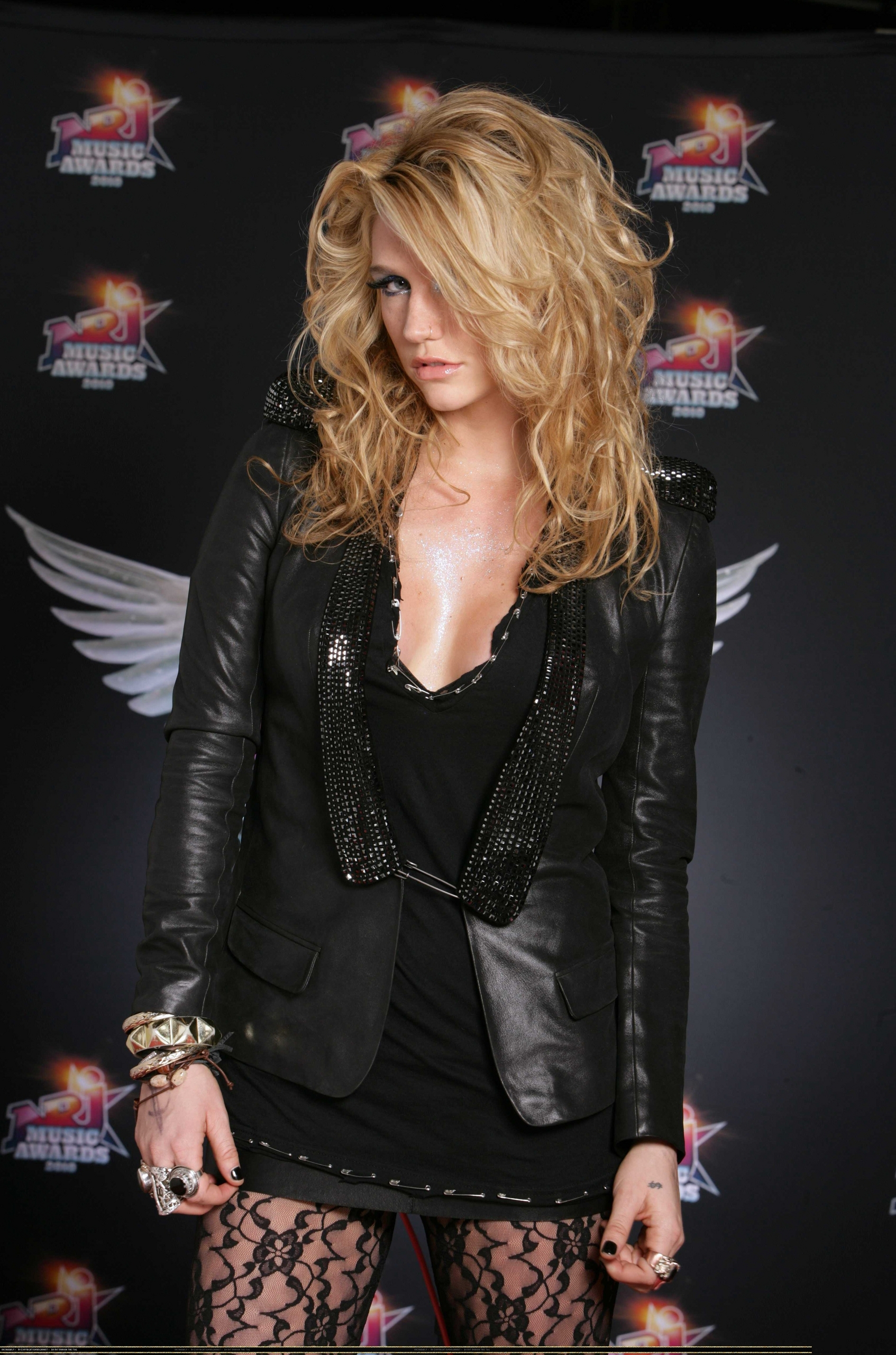 2010 NRJ muziek Awards Photocall *HQ*