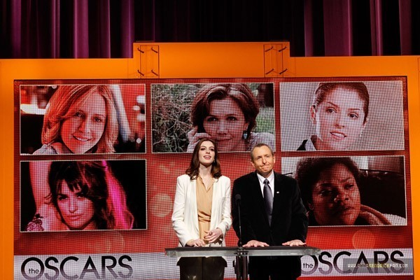 http://images2.fanpop.com/image/photos/10200000/2010-Oscar-Nomination-Announcement-anna-kendrick-10236213-600-400.jpg
