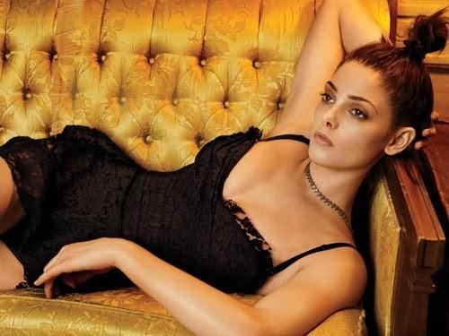Ashley Greene Gets Sexy In জরি