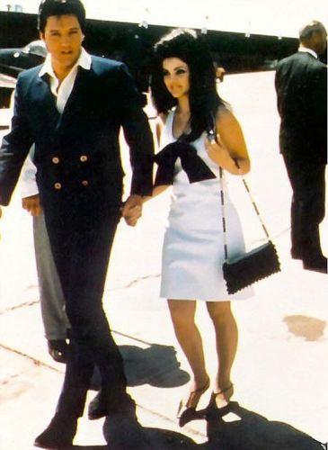 এলভিস প্রিসলি দেওয়ালপত্র entitled Elvis And Prescilla