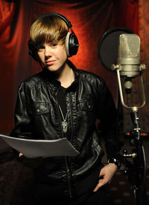 http://images2.fanpop.com/image/photos/10200000/Events-2010-February-1st-We-Are-The-World-25-Years-For-Haiti-Recording-Session-justin-bieber-10241569-292-400.jpg