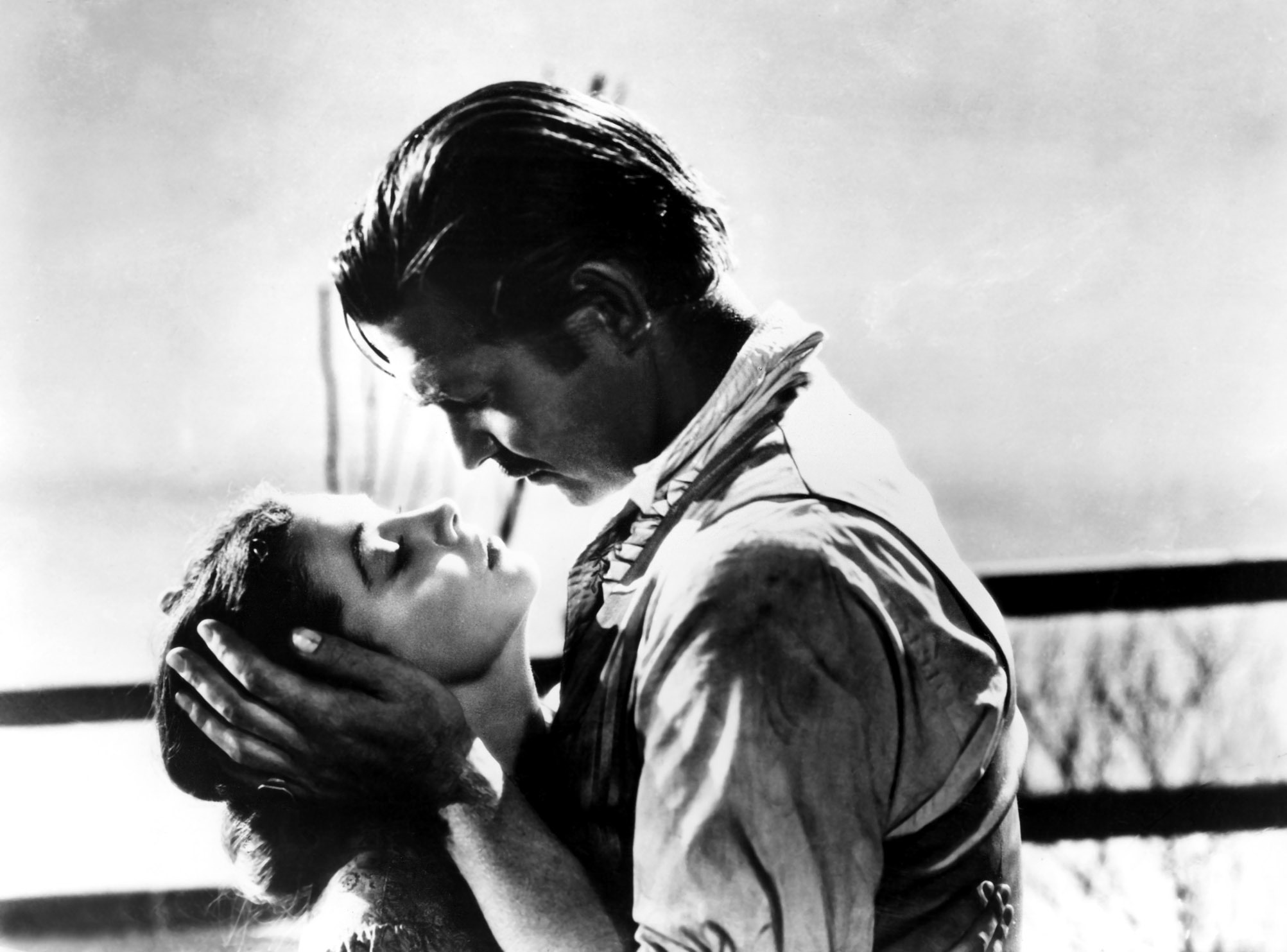 Gone with the wind scarlett and rhett kiss