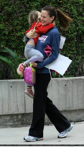 Jennifer & violett