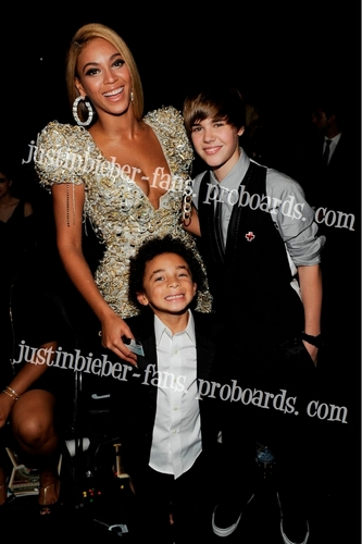 Justin & beyonce at The Grammys