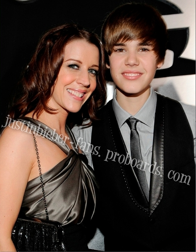 Justin & his mom at The Grammys