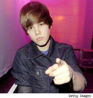 Justin pointing at 你